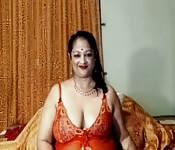 Chubby Telugu Mature Masturbates