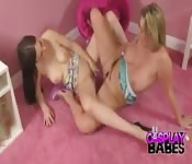 Blonde and brunette fingering and scissoring