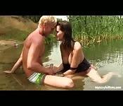 Teen make love in the lake