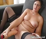 A new MILF becomes solo sex cam show goddess
