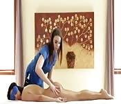 Sessão de massagem vira uma transa lésbica