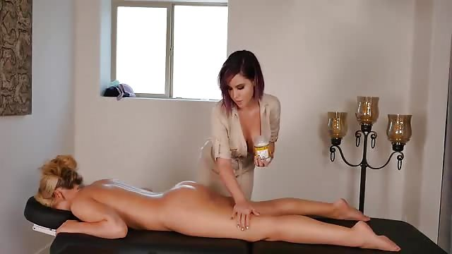 Lesbian massage with a very happy ending