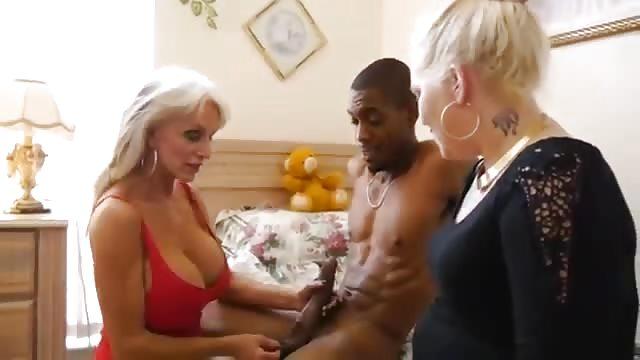 Vieille dame Gangbang porno