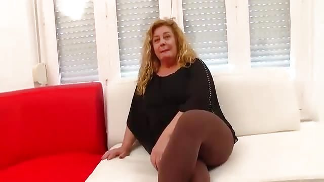 Mature top fuck from below