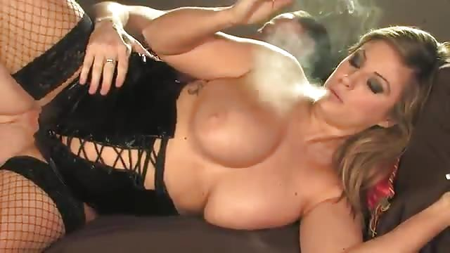 bionda lesbica pornostar