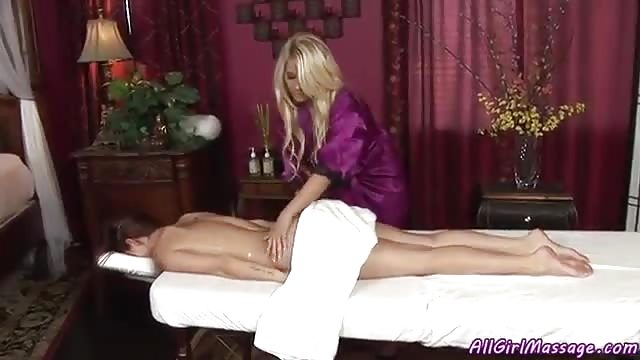 Masseuse fingers pussy