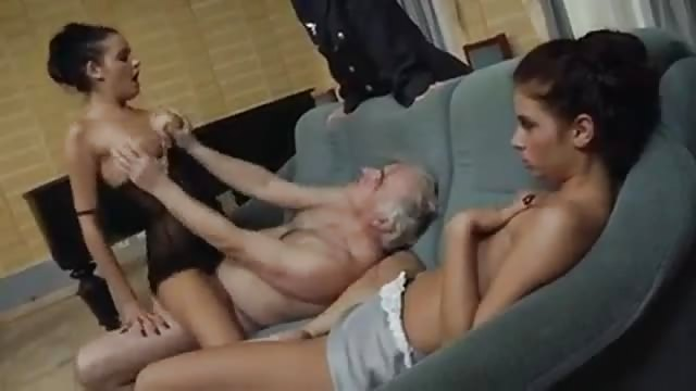 Two babes fuck