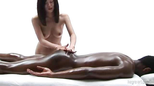Riesiger schwarzer Schwanz Massage