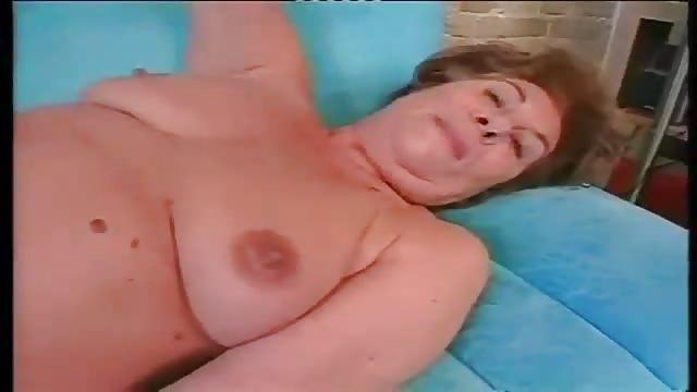 mamie super salope lisa salope