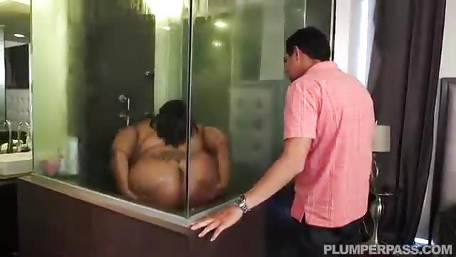 Enormi tette in doccia