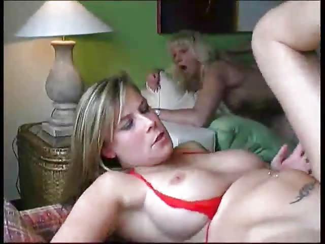 MILF sex orgie