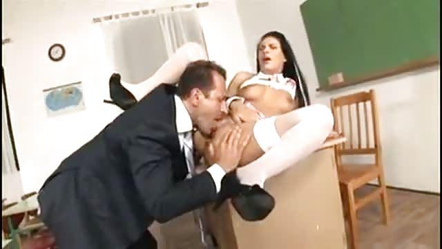 grosse partouze avec une femme blanche enceinte entouree de black en chaleur