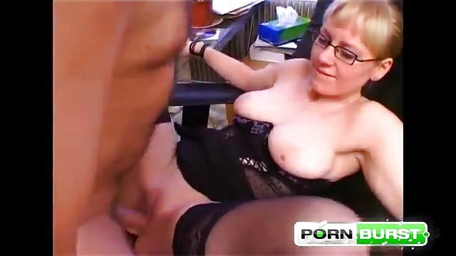 longue video dune jeune fille qui se masturbe dans sa chambre