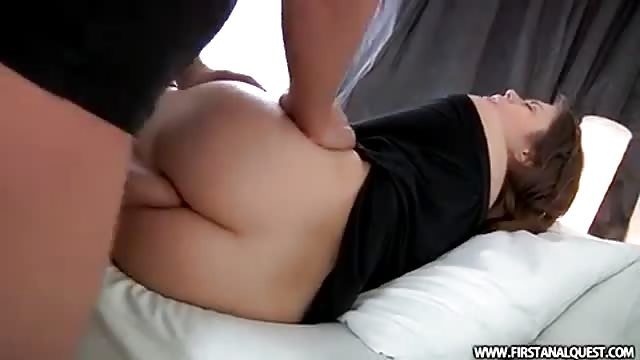 Russian's ass gapes during her first anal encounter