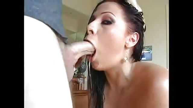 Jeune couple fait maison sexe