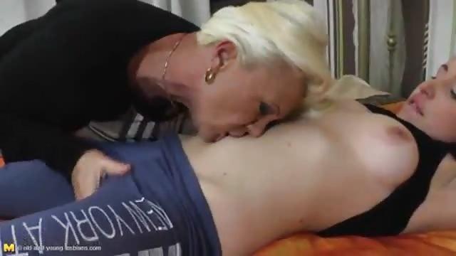Fille lesbienne nue-3684