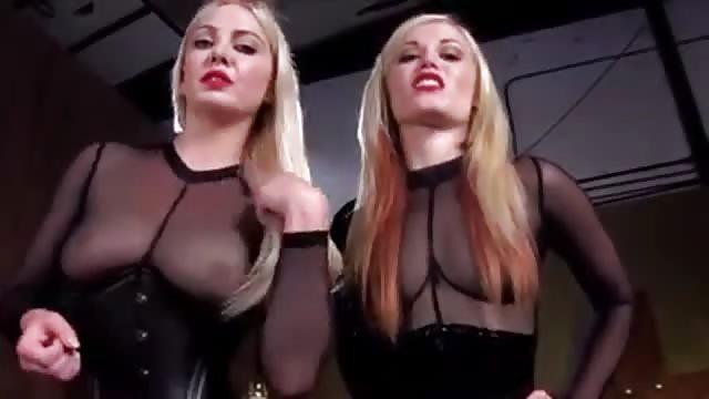 Stripperin An Der Stange