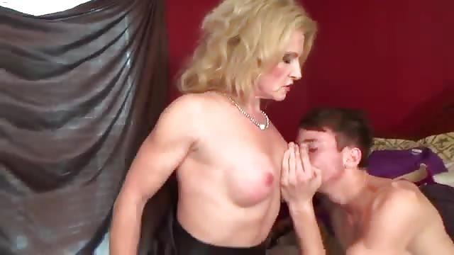 MILF vernedering porno